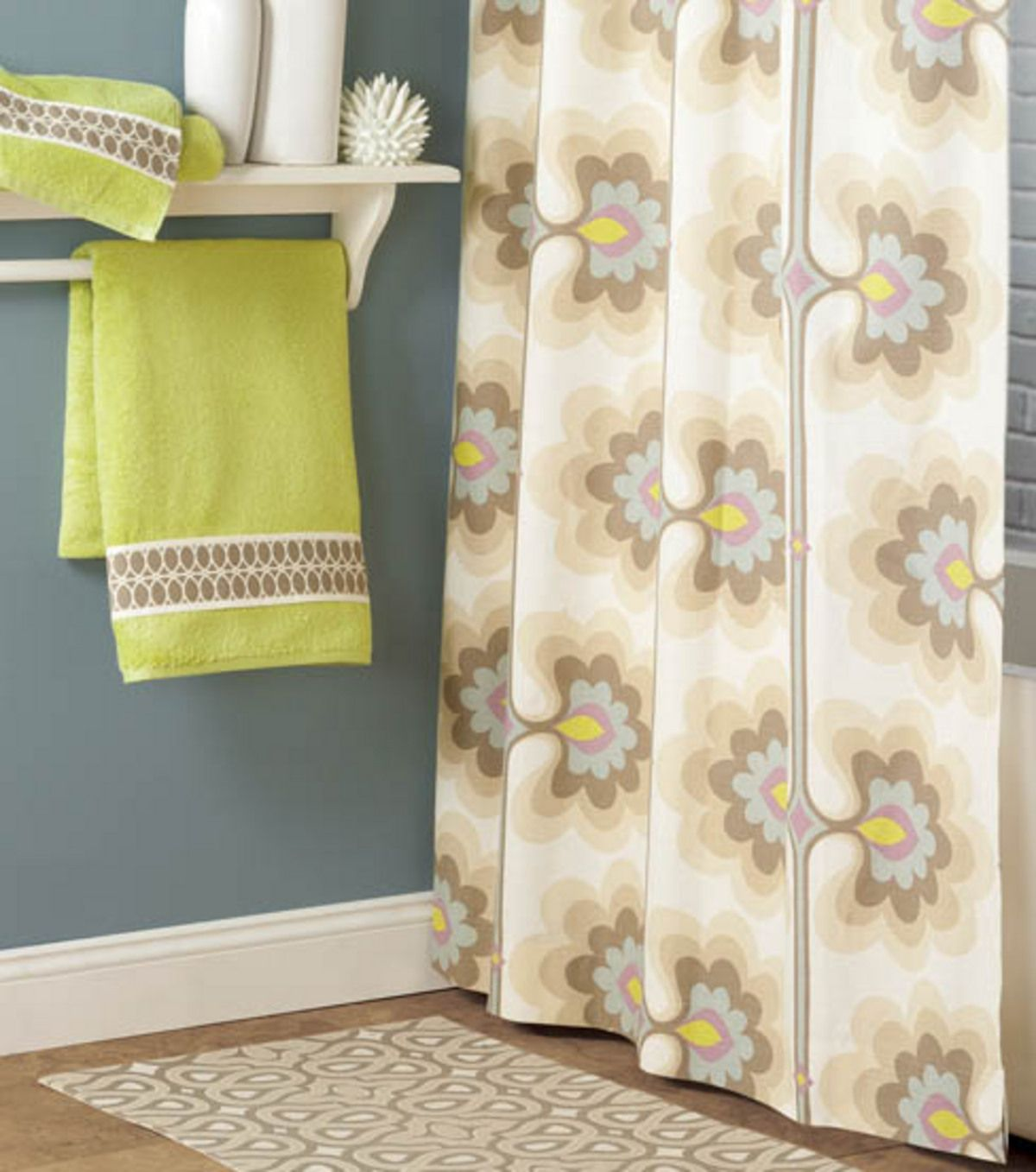 Love This Bathroom Set Up! Find Out How To Craft Your Own Rug, Towels