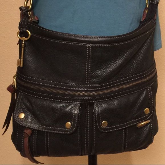 """FOSSIL SHOULDER / CROSS BODY BAG A beautiful authentic black leather fossil bag, can be worn as a shoulder bag, cross body, or messenger style bag with adjustable strap, has 2 pockets and 1 zip pocket in the front, 1 open slide pocket in the back( the stitch of the lining inside the corner has come undone , but I already fixed it ), 1 zip pocket inside and 2 open pockets. In excellent used condition. Measurements: 14""""X 11""""X2 1/2"""" Fossil Bags Crossbody Bags"""