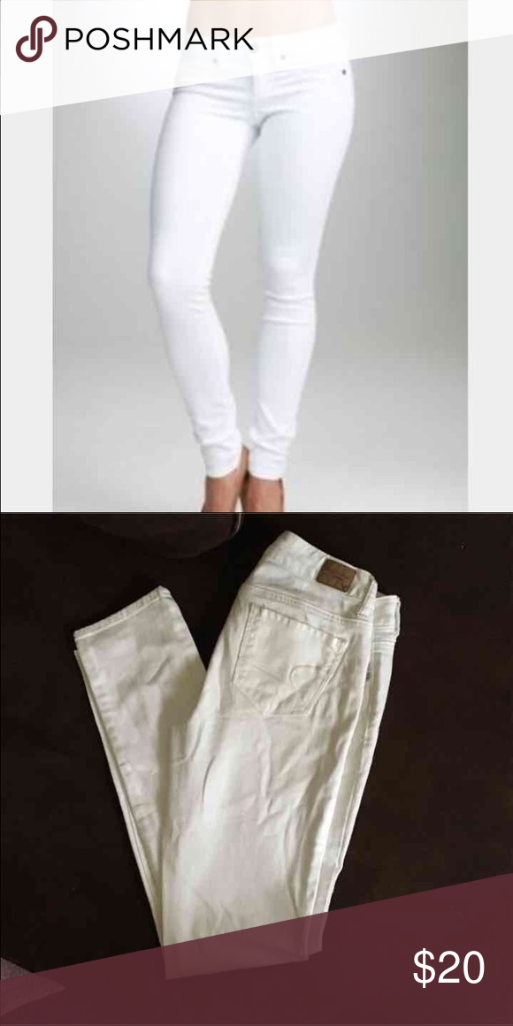 "SOLD  9-30-16 AEO white stretch skinny jeans American Eagle stretch skinny jeans, size 0. New, never worn, runs a little big on me but I'm 'fun size & petite'😂... Trendy, comfy & popular! Inseam 31.5"". American Eagle Outfitters Jeans Skinny"