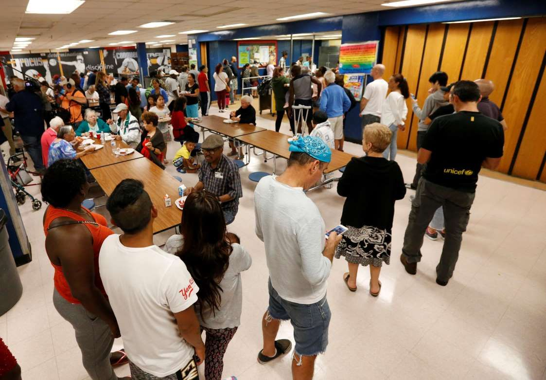 People At A Red Cross Shelter Set Up At North Miami Beach Senior High School Wait In Line For Lunch Friday S How To Remove North Miami Beach Beachside Resort