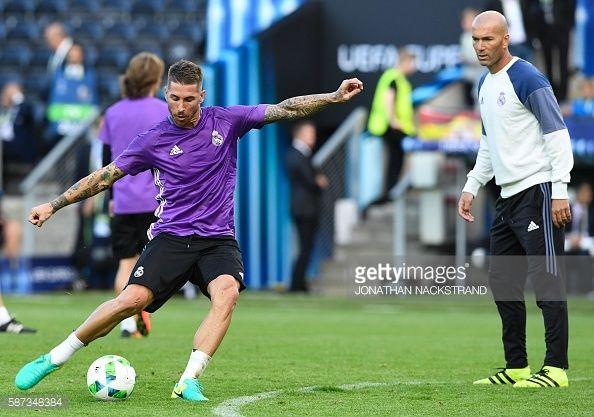 News Photo : Real Madrid's Spanish defender Sergio Ramos and...