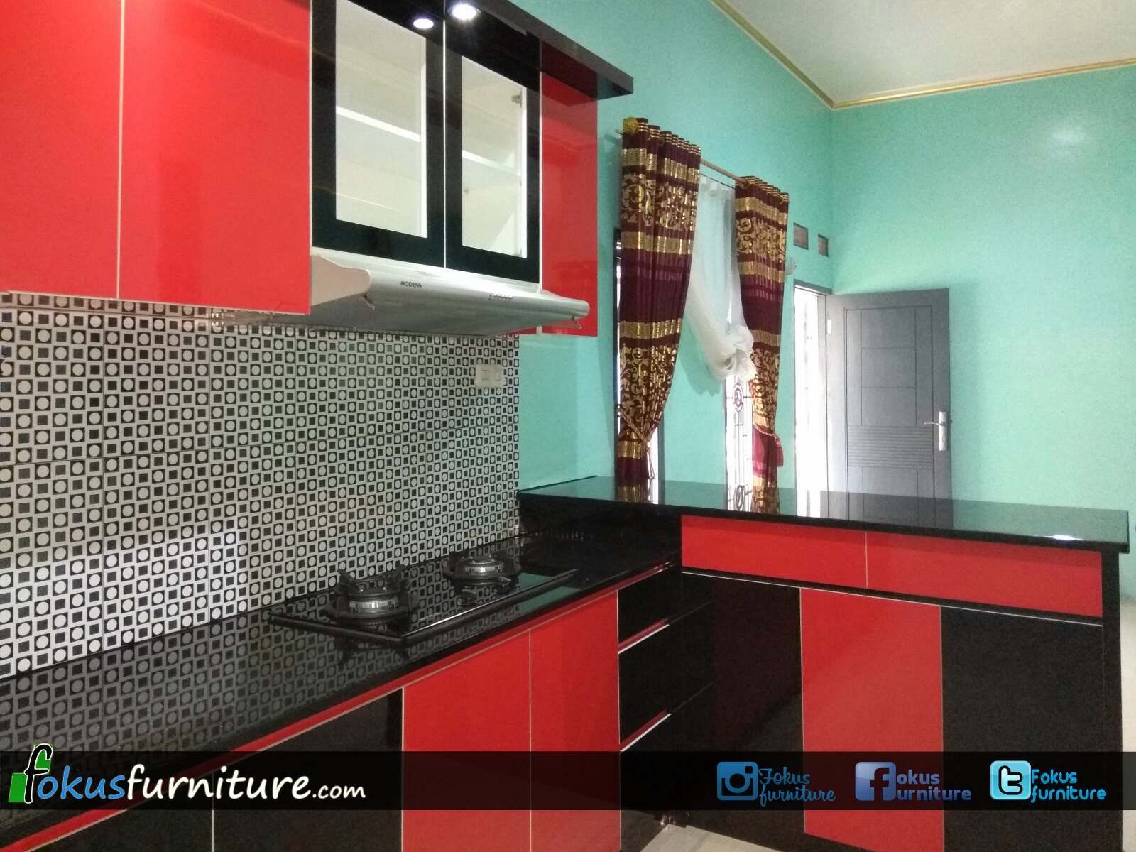 Kitchen set merah hitam fokusfurniture com kitchen setlemaricustom furniture kitchen sets kitchen kitchen cabinets