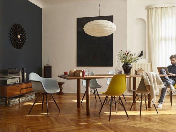 Wood Table Eames Plastic Side Chair DSW Eames Palstic Armchiar DAW