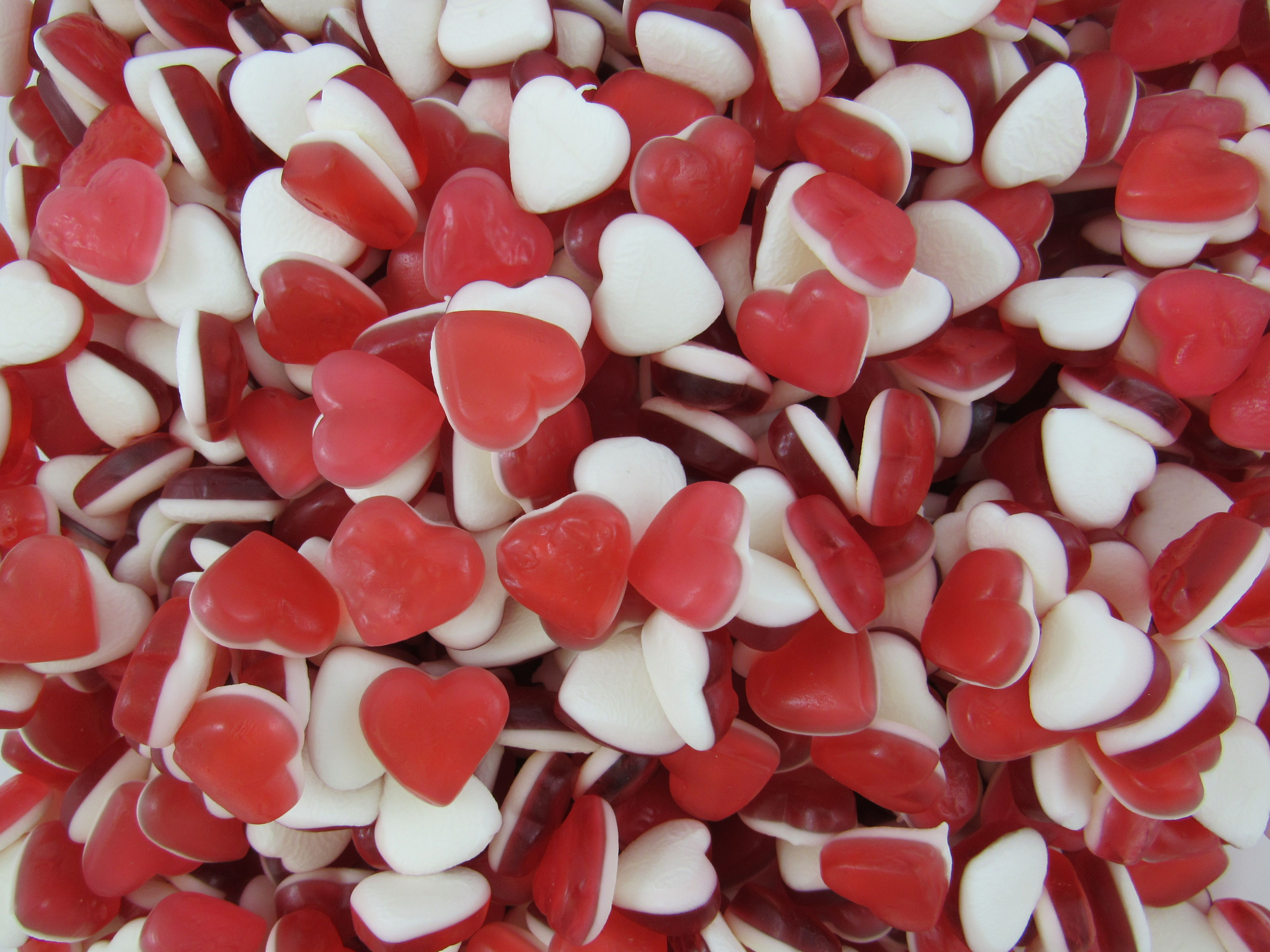 Haribo Heart Throbs Are Definitely The Most Romantic Jelly Sweets Around And Of Course They Taste Delicious Too Th Retro Sweets Retro Sweet Shop Jelly Sweets