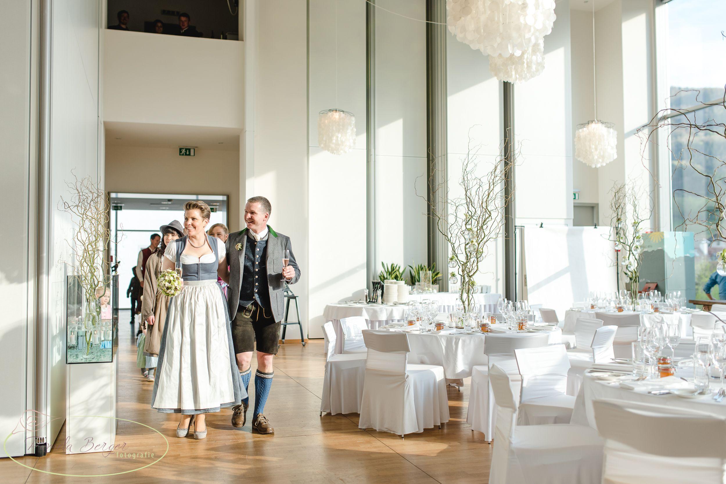 Trachtige Aber Sehr Moderne Hochzeit Mit Viel Liebe Fur Details Im Hotel Schloss An Der Eisenstrasse In Waidhofen Ybbs Fotografie Hochzeit Familienfotos