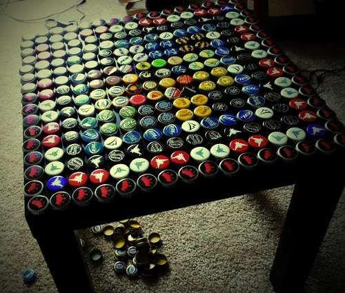 bottle cap table with poured resin surface recyclage art craft pinterest bottle cap. Black Bedroom Furniture Sets. Home Design Ideas