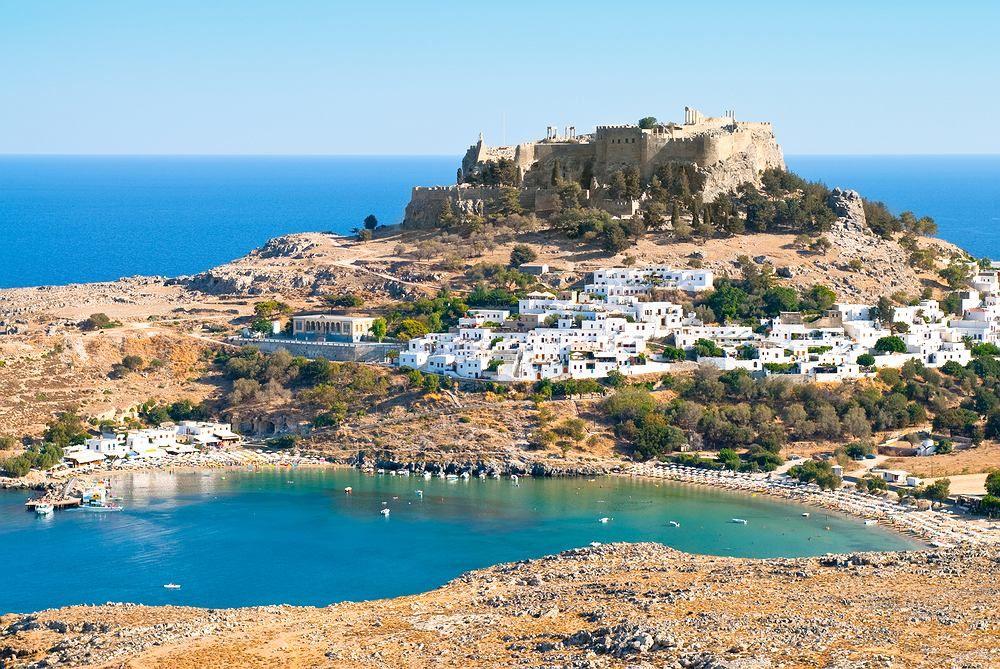 Lindos Rodos Grecja Lindos To Drugie Co Do Wielkosci Miasteczko Na Greckiej Wyspie Rodos I Absolutna Pe Visiting Greece Rhodes Island Greece Greece Vacation
