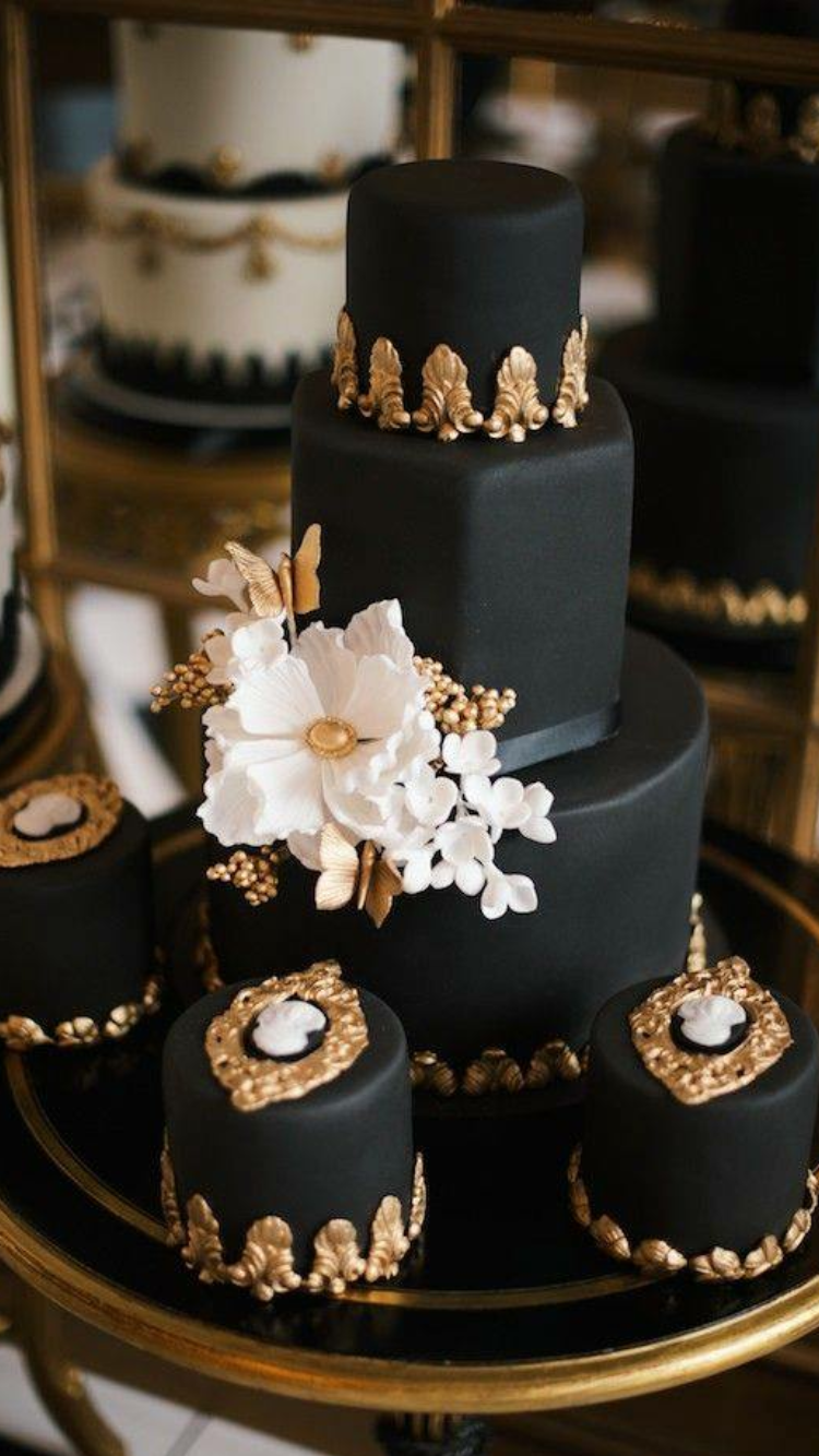Wedding cupcakes black and white and gold