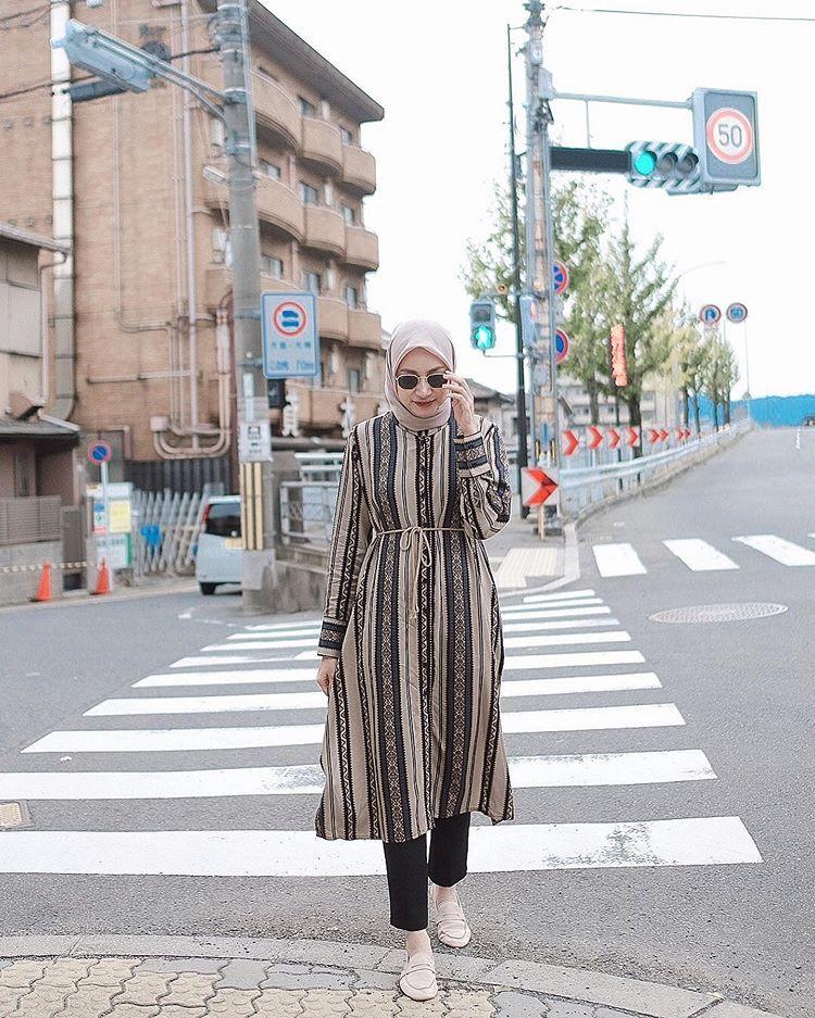 Siti Bahjatina Di Instagram Kyoto Japan Pas Lagi Mau Ke Arashiyama Masih Aja Nyempetin Foto Dija Gaya Model Pakaian Gaya Berpakaian Model Pakaian Hijab