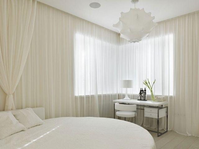 Verdunkelungsvorhang Schlafzimmer ~ Schlafzimmer weiß modern rundes bett schiere weiße gardinen