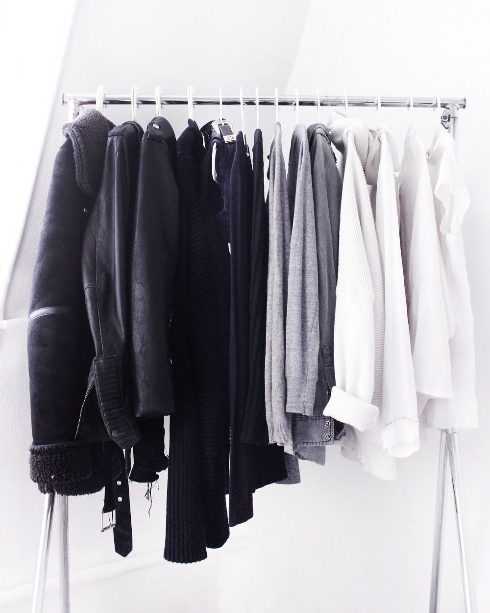 Dressing monochrome noir blanc gris minimaliste deco for Minimalisme rangement