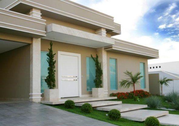 Arbolitos en la puerta de entrada fachadas y for Fachadas de entradas de casas modernas