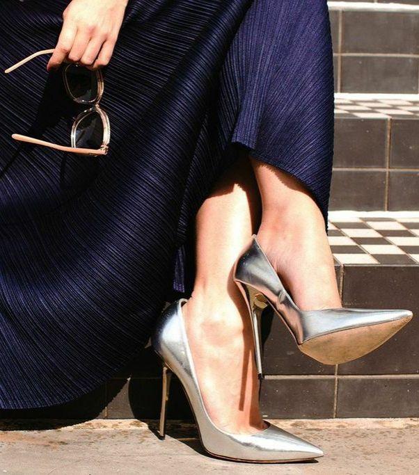 Stylist Kate Foley is killing it in @jimmychooltd heels. Click for more pics!
