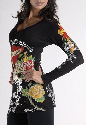 Love kills Slowly V-Neck Long Sleeve T-Shirt in Black
