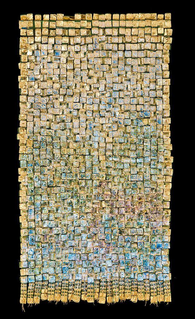 Obra de la artista  textil colombiana Olga de Amaral.                                                                                                                                                      Más