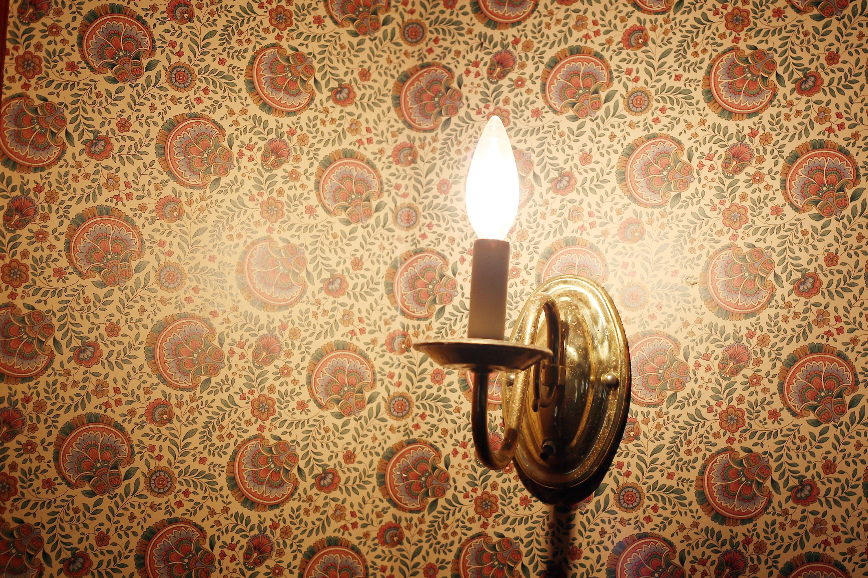 How To Remove Wallpaper | Removable wallpaper, Remove ...