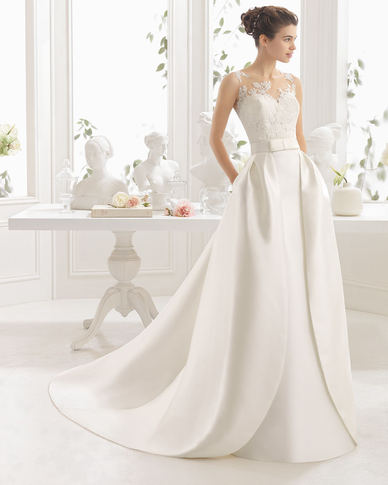 Brautkleid aus Mikado Seide mit matter Baumwoll Guipure Aire