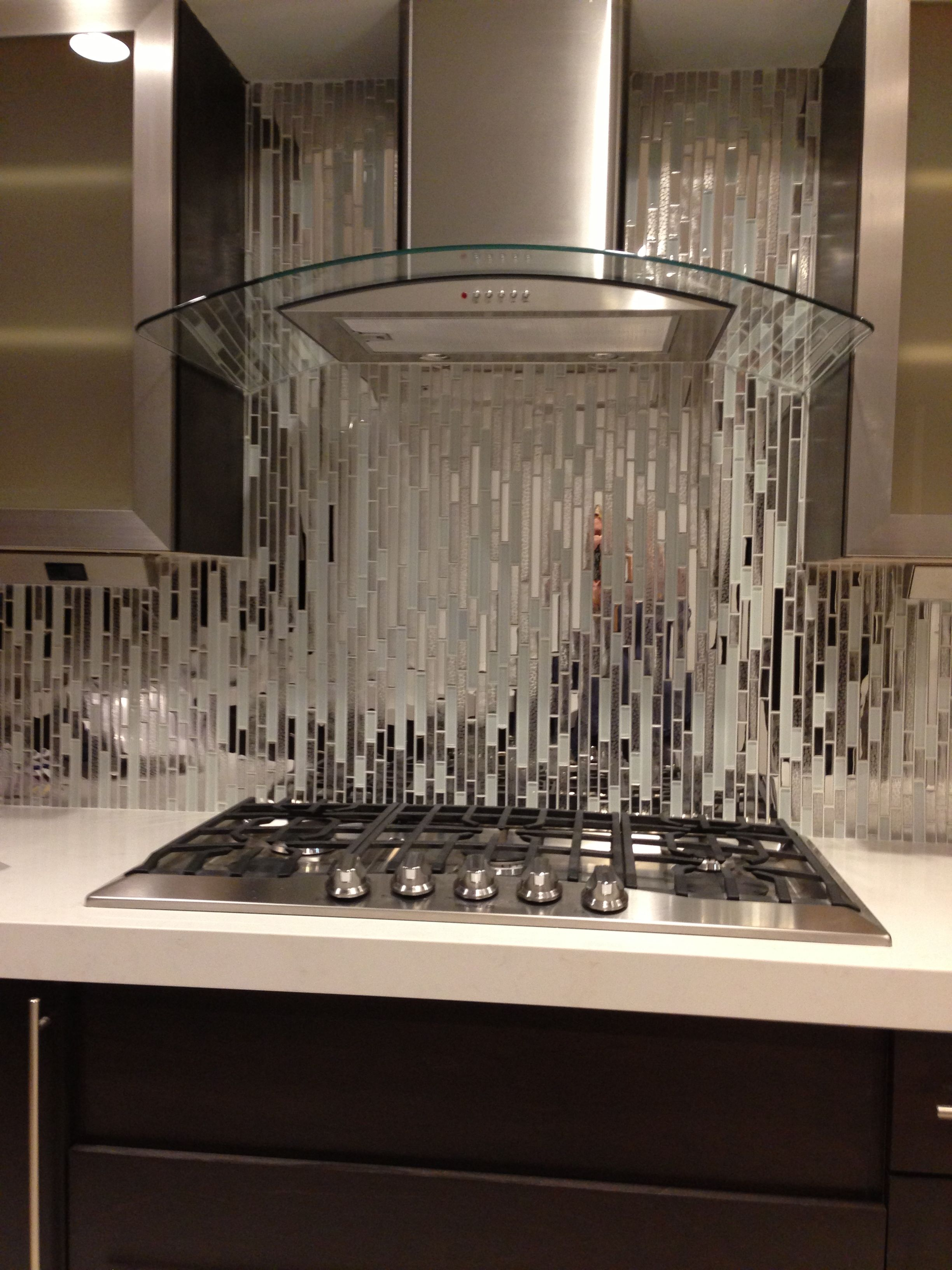 Modern Random Mixed Tile With White Glass And Textured Metal - EMT_122-MIX-MRFP