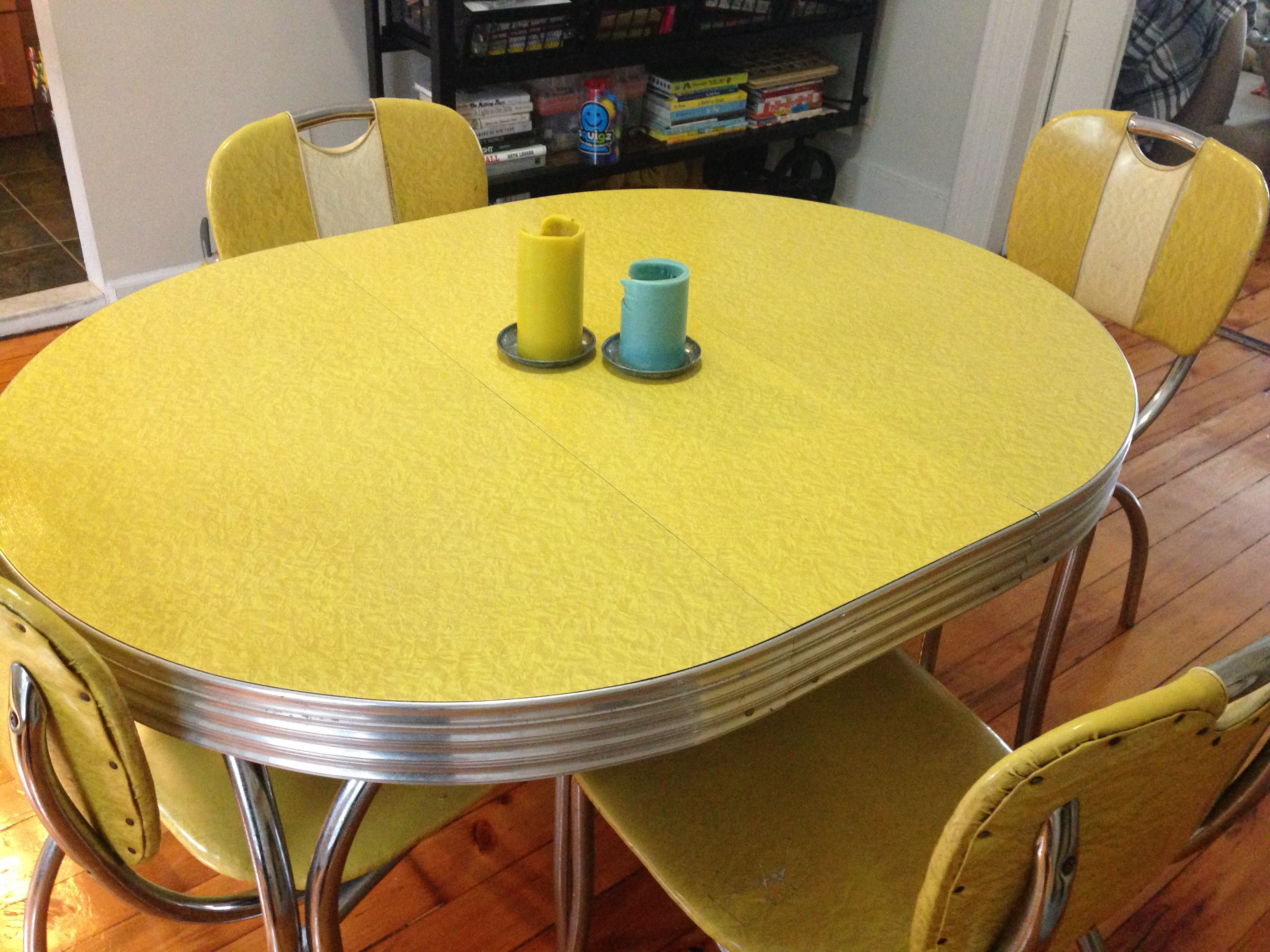 Beautiful Table And Chair Set From The 1940s For Your Kitchen Or Dining Room Condition Go Vintage Kitchen Table Retro Table And Chairs Kitchen Table Settings