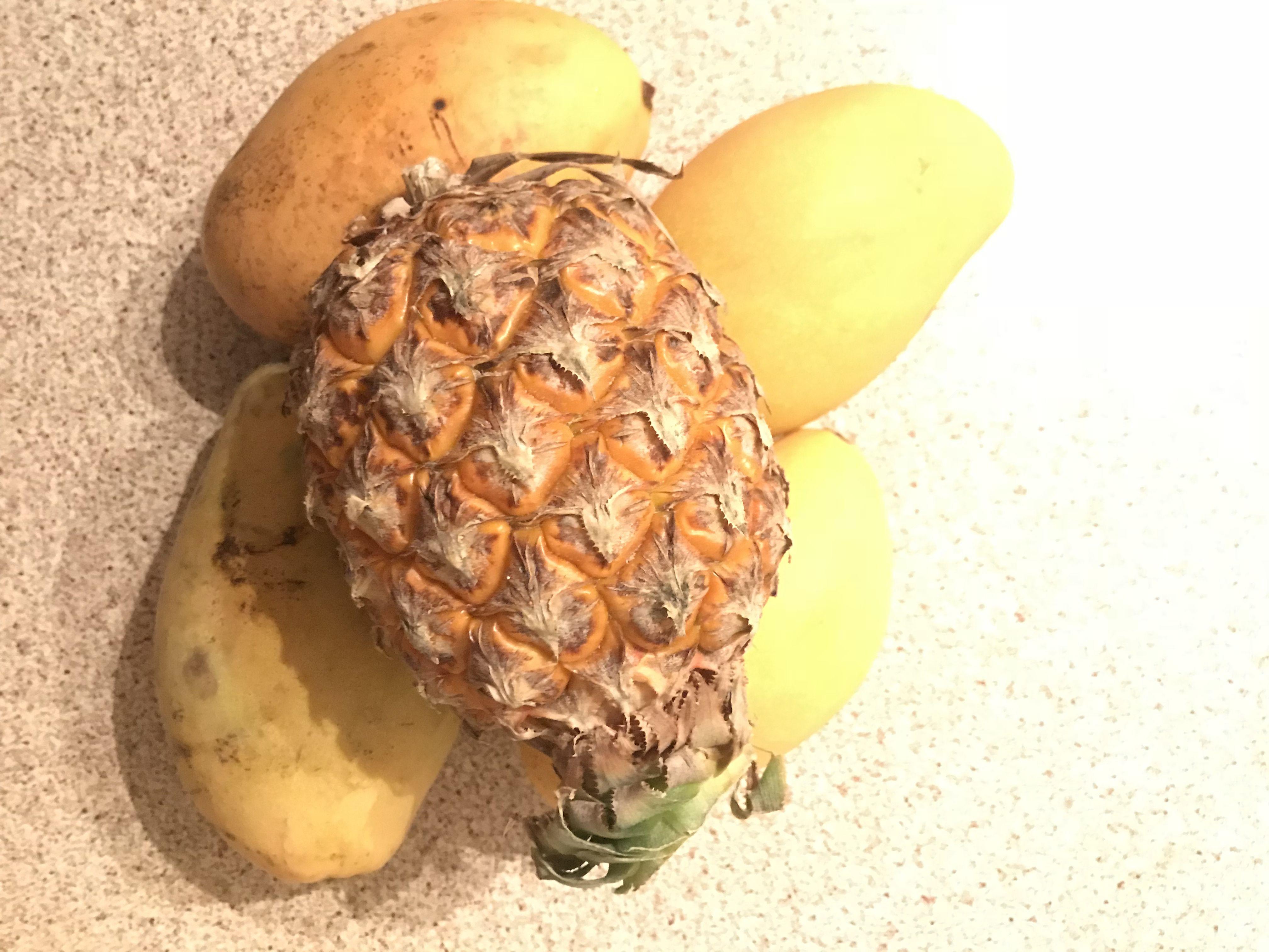 Наши друзья привезли нам полезнейшие и вкуснейшие фрукты ...