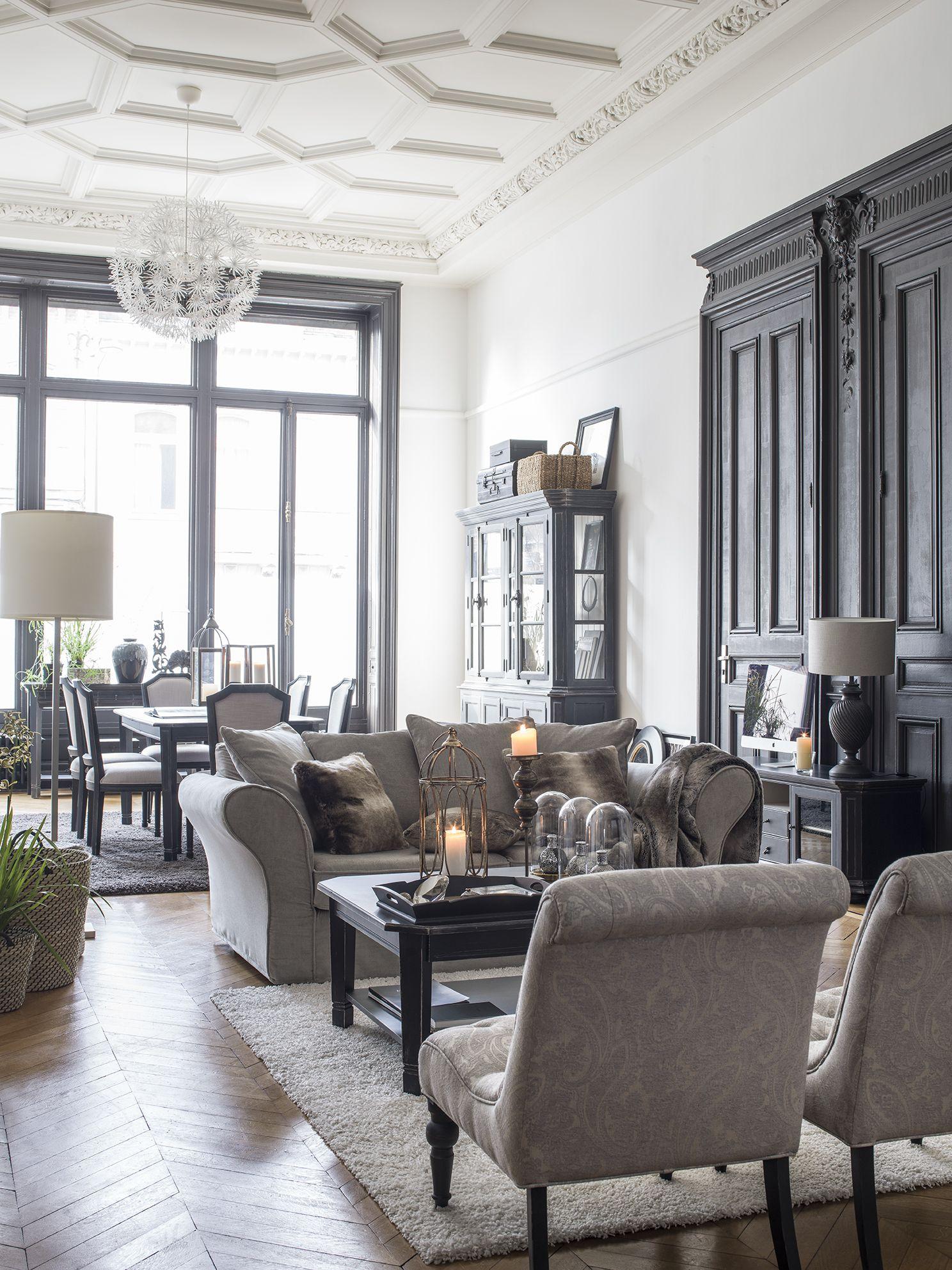 Directement Issue De Ce Courant Du Neo Classicisme La Collection Bruges Revisite Le Tres Raffine Style Flamand Pour Lui Donner Meuble Maison Style Deco Maison