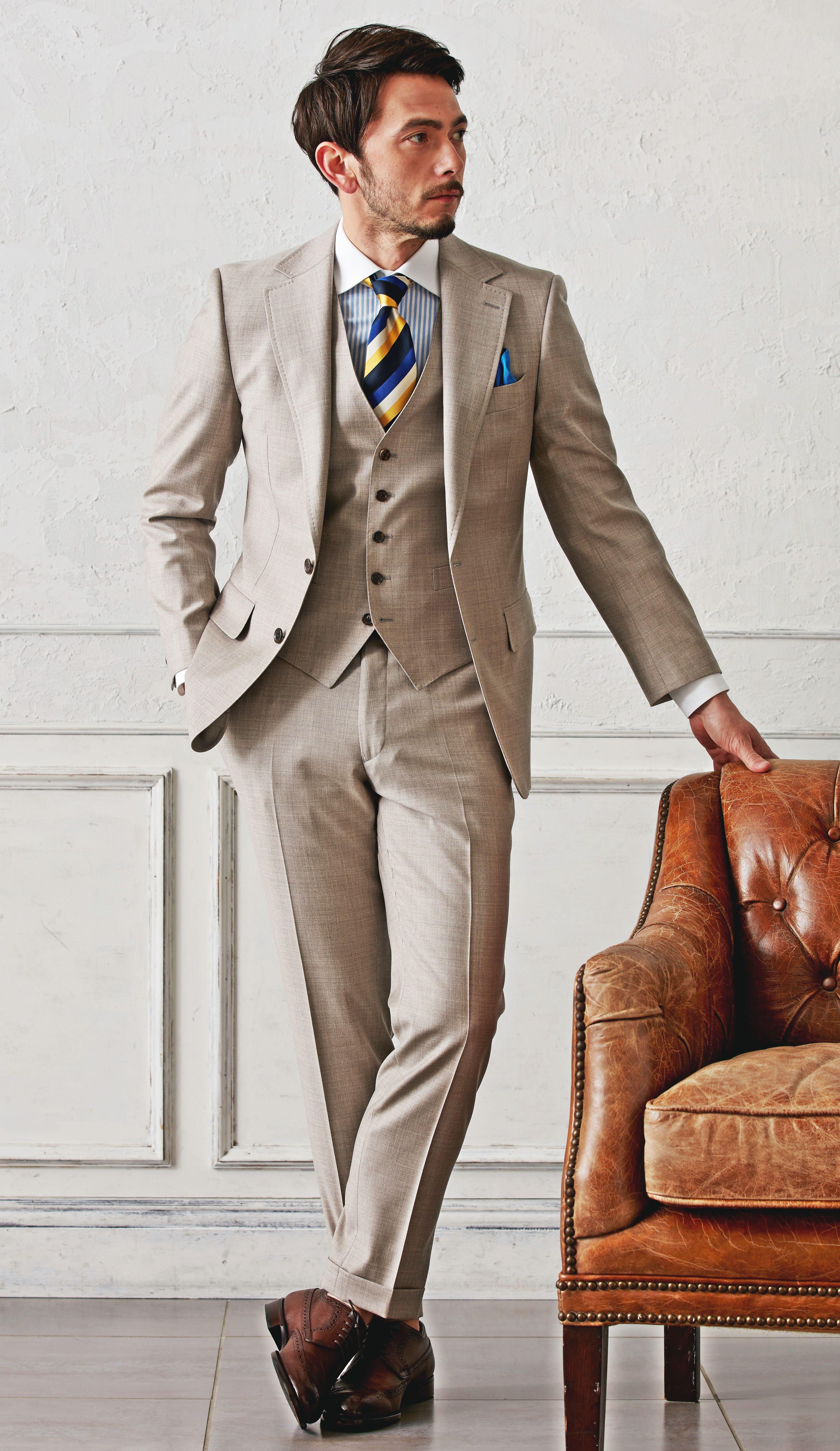 """カジュアルな""""ベージュ""""のスーツ。トレンド感のあるオシャレなスタイル。スーツ生地:ロロ・ピアーナ #fashion #ファッション #suit #スーツ #グローバルスタイル #globalstyle #オーダースーツ"""