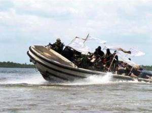 http://www.vesselfinder.com/news/458-One-dead-and-three-still-Missing-near-Bayelsa-State --> One dead and three still Missing near Bayelsa State