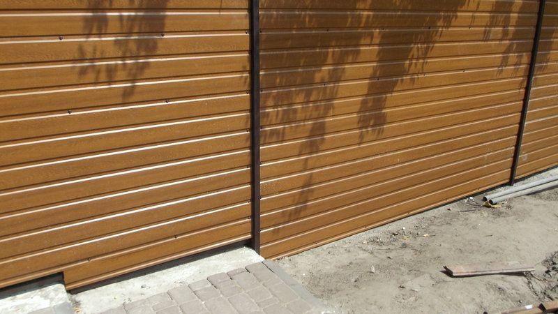 Забор из профнастила с горизонтальной зашивкой под дерево ...