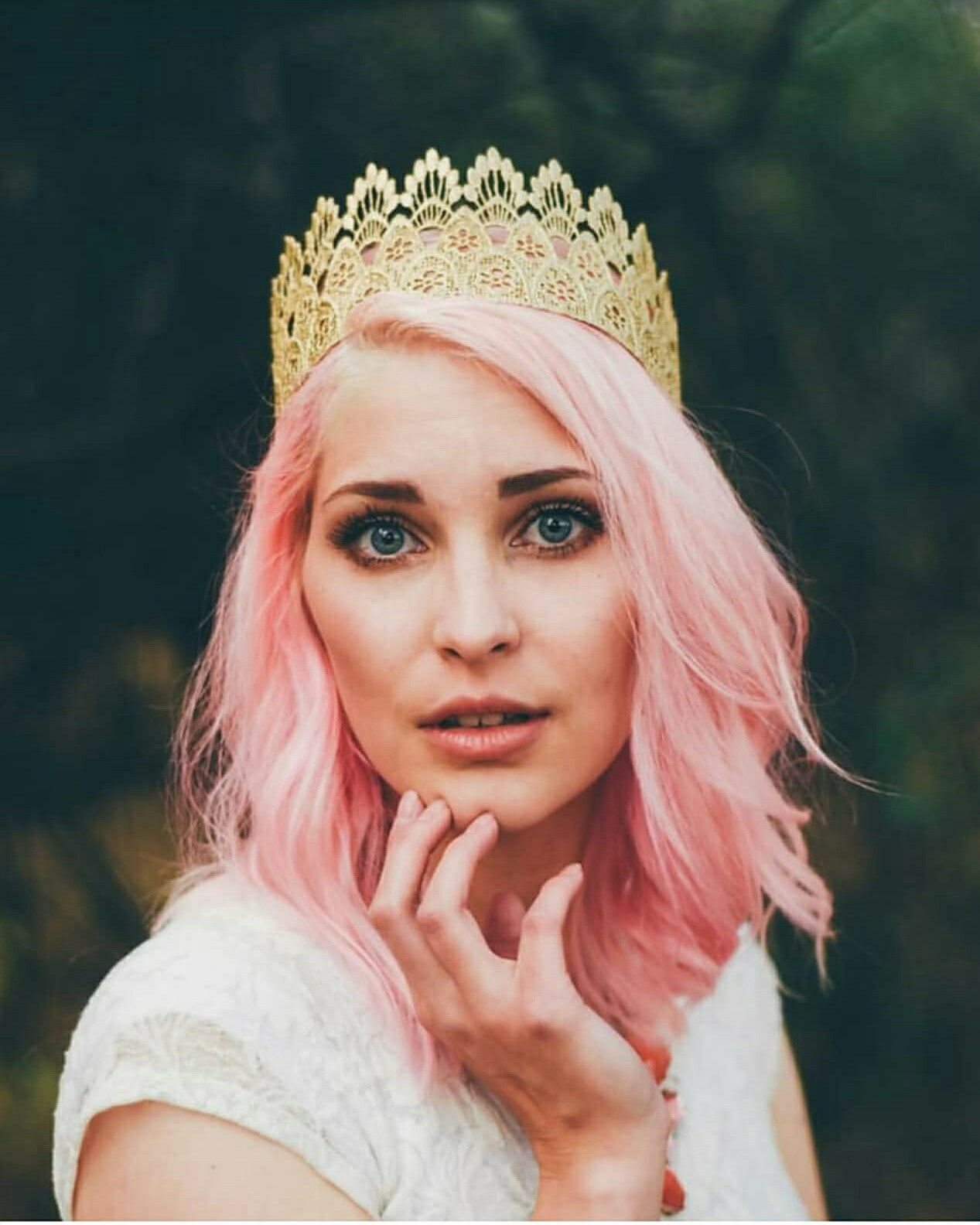 Crown model photoshoot pink hair princess bethany bee photography