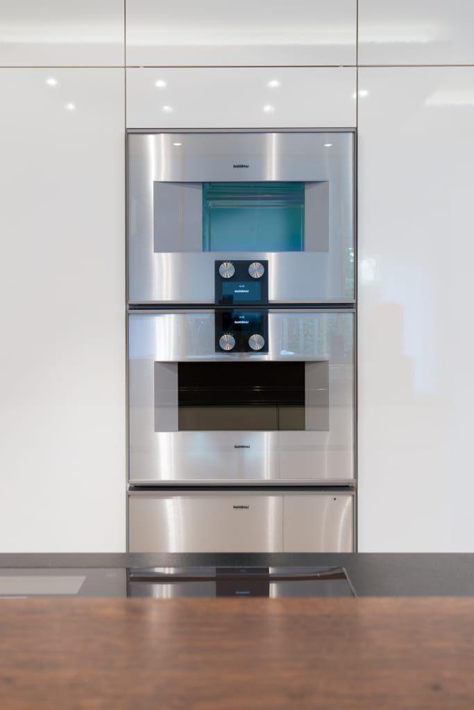Moderne Küche Bilder: Gaggenau Backofen Dampfgarerkombination, Kuchen Deko