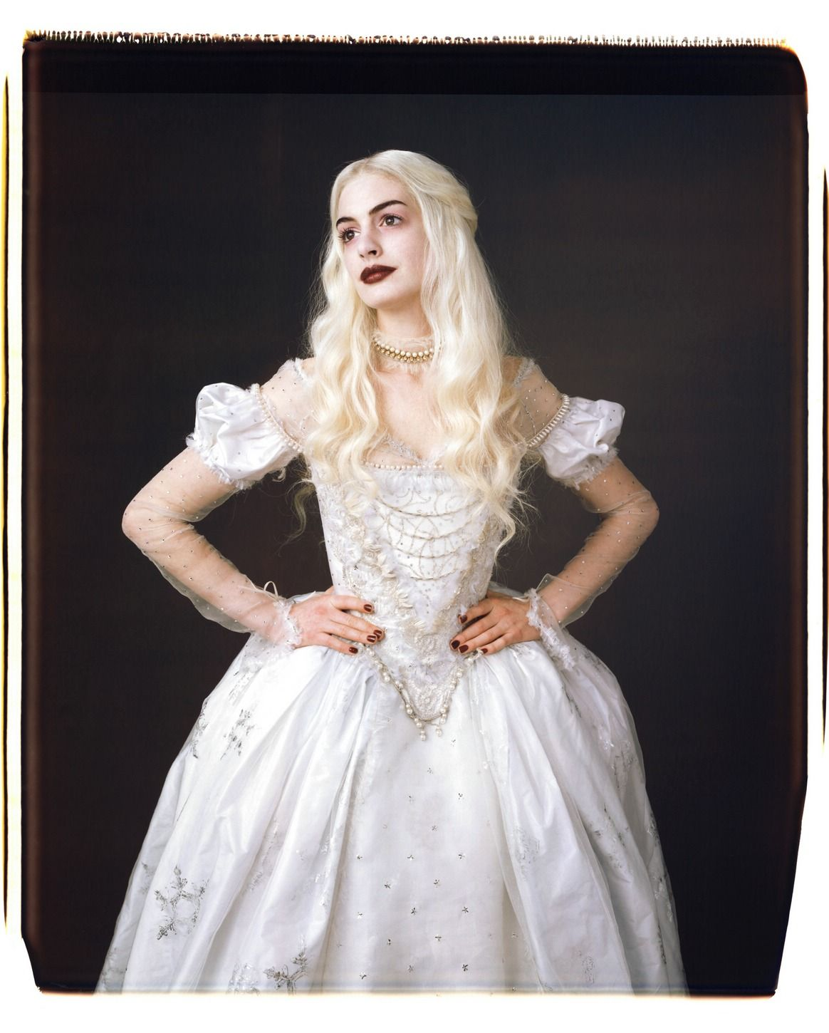 Anne Hathaway as The White Witch in Alice in Wonderland | movies ...