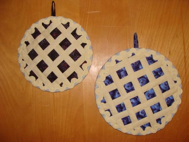 Hot Gift Idea: 5 Fun Quilted Hot Pad Patterns | Fruit pie, Pies ... : quilted hot pads - Adamdwight.com