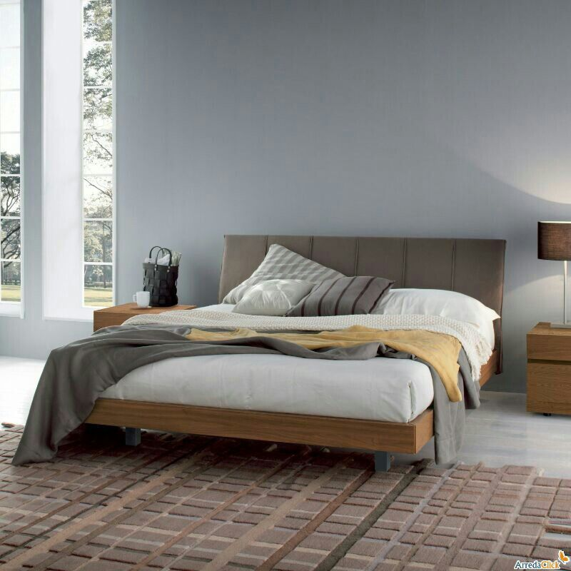 Esta cama matrimonial es para el dormitorio. Es de madera de pino e ...