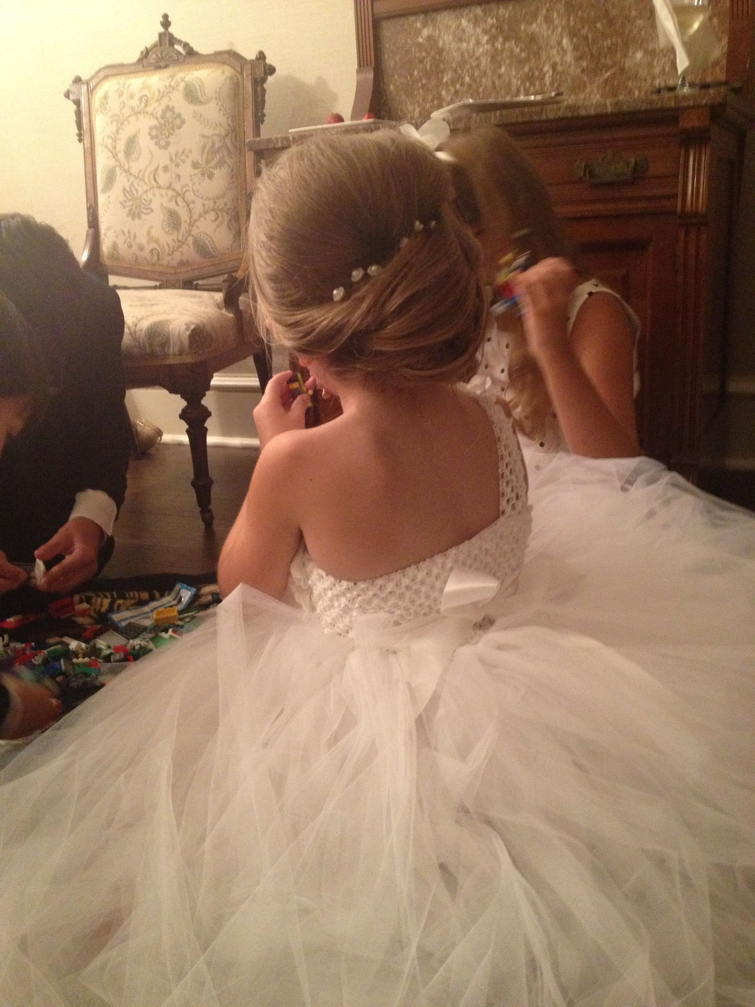 a flower girl's hair that i did for a wedding. absolutely