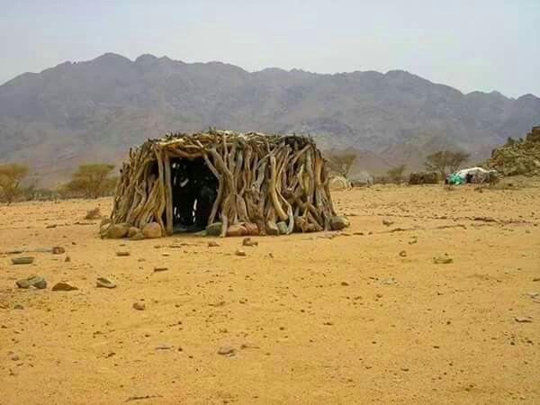 الليكا هي منازل الضيافة عند سكان الصحراء في مثلث حلايب وهي بيوت مبنية من أغصان الشجر وكذلك سقفها تثبت أركانها الحجارة من جميع ال Egypt Dessert Set Settings