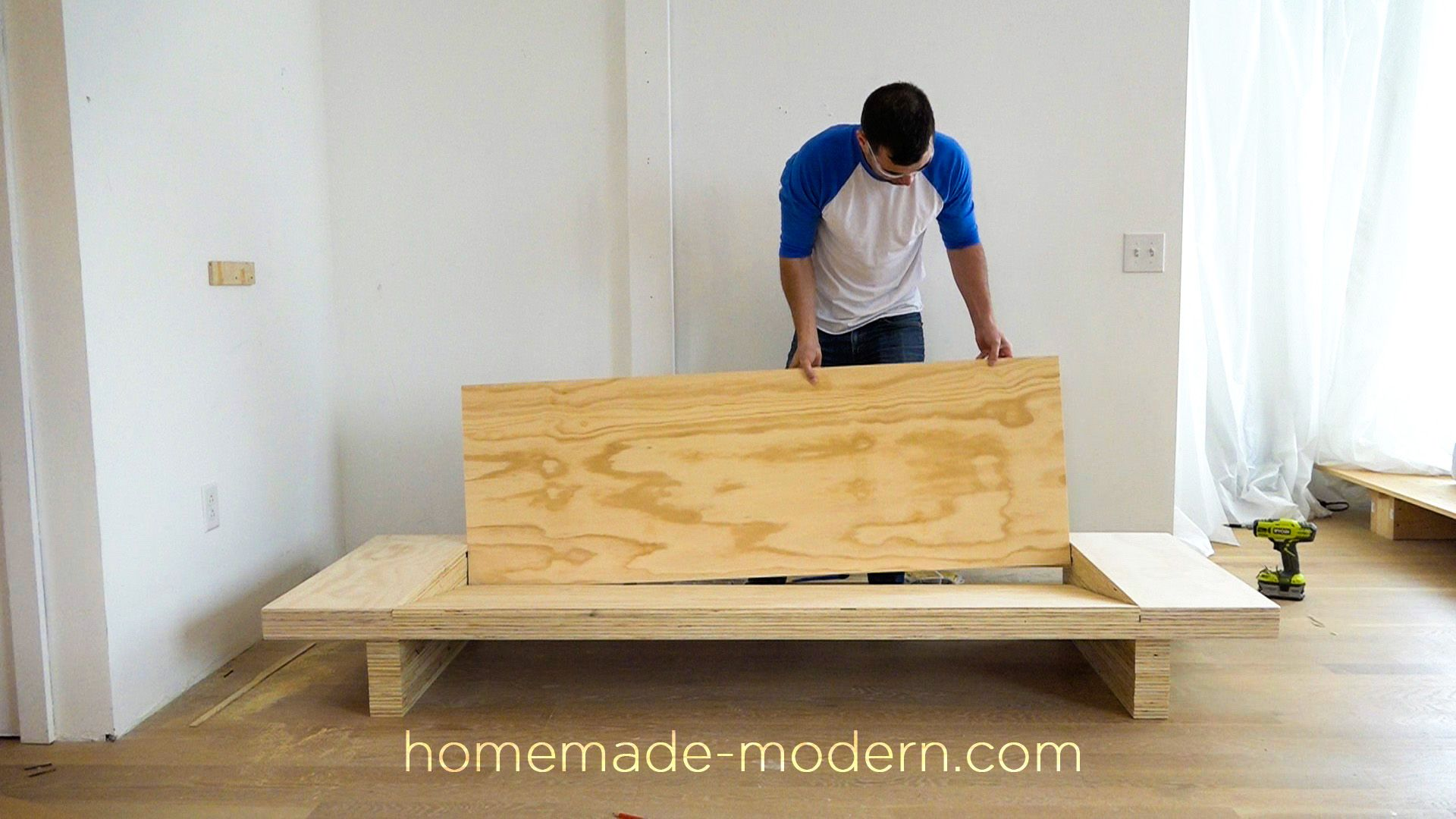 This Diy Modern Plywood Sofa Is Made Out Of 2 1 2 Sheets Of Plywood From Home Depot Full Instruct Diy Bench Cushion Diy Furniture Projects Homemade Modern