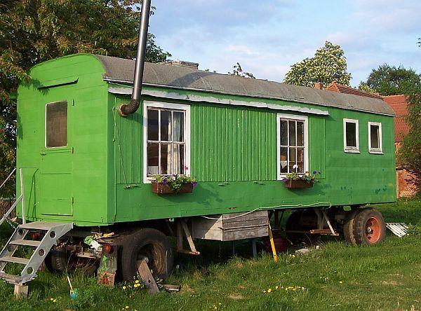 bauwagen bauwagen pinterest tiny houses shepherds hut and house. Black Bedroom Furniture Sets. Home Design Ideas