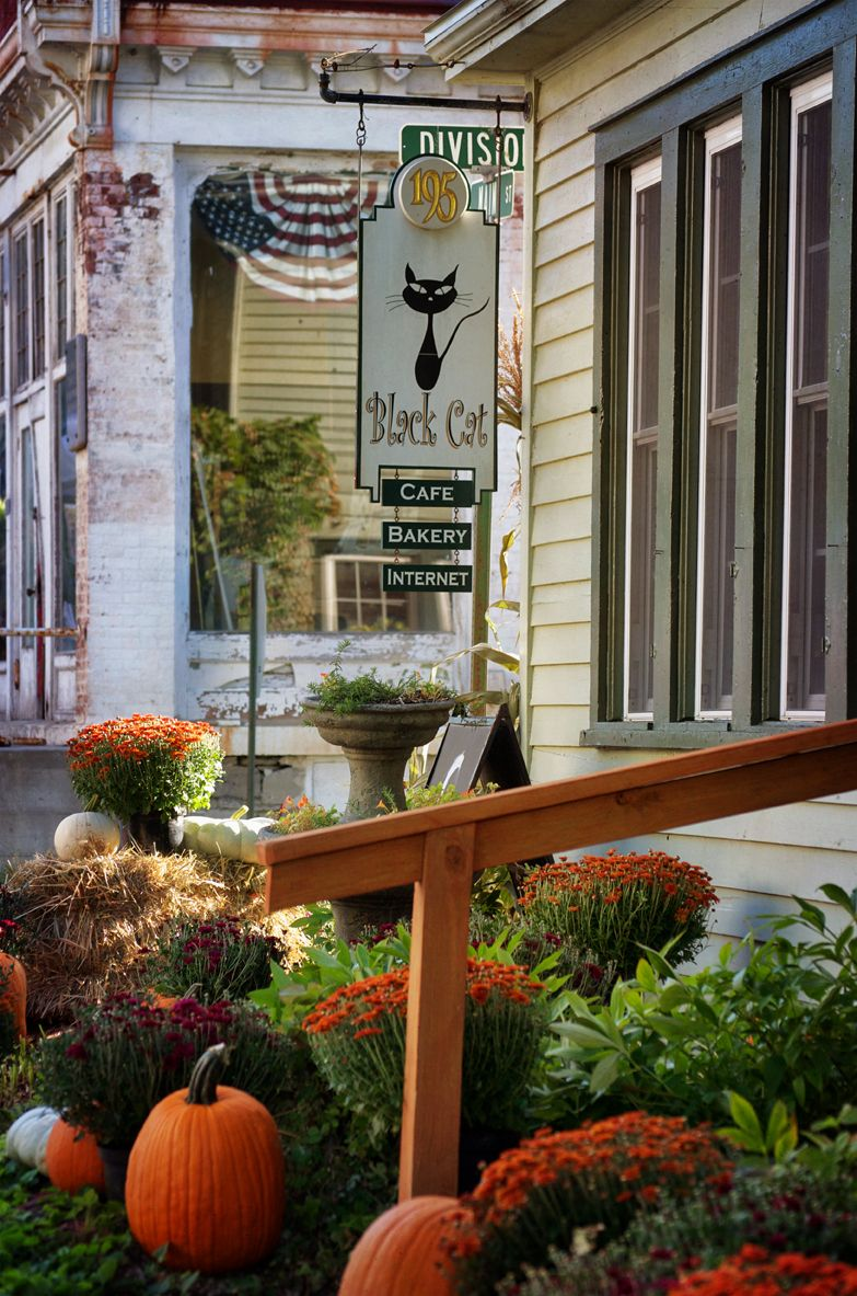 The beautiful porch at The New York House, Center Street