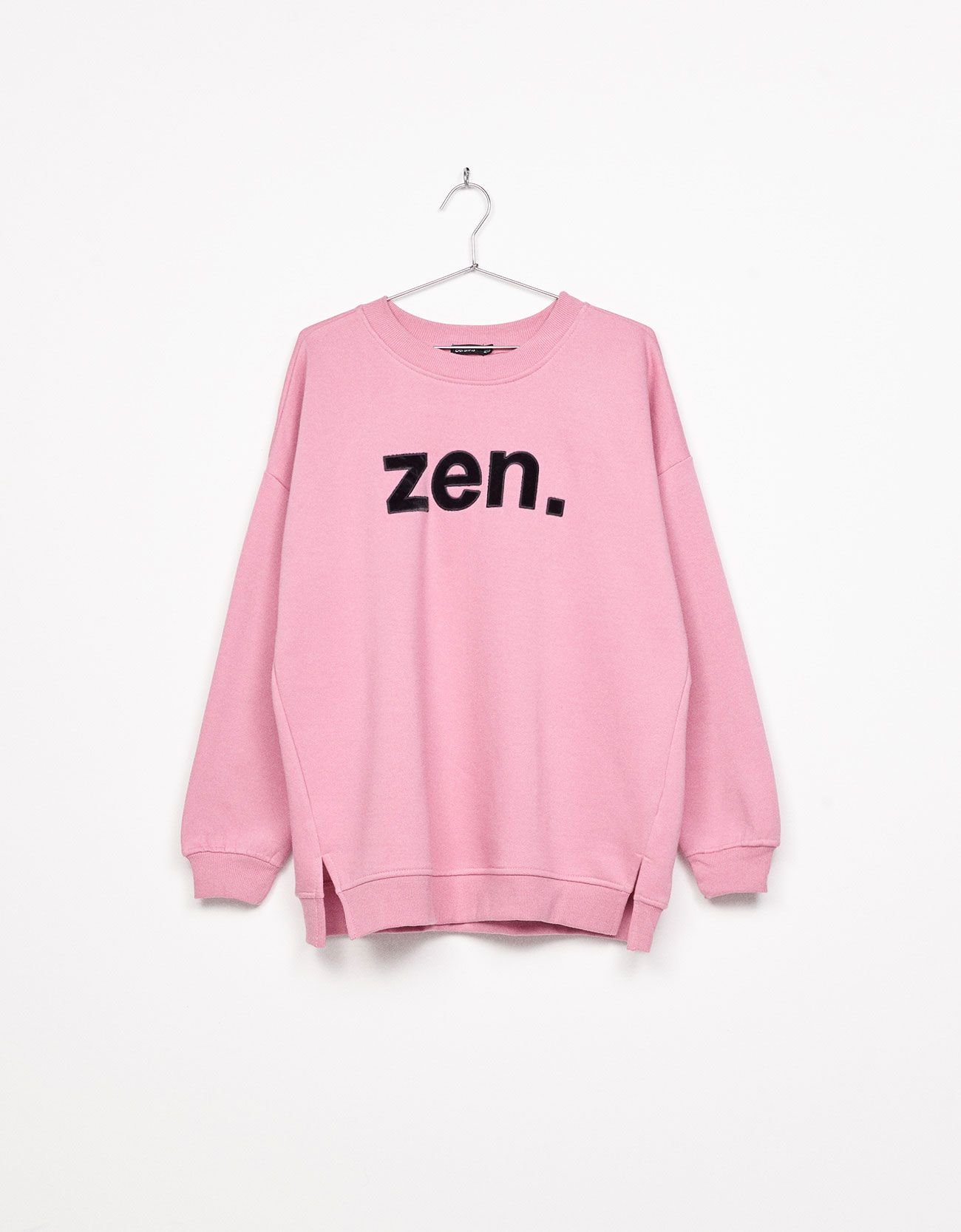 Oversized sweater with slogan. Discover this and many more items in ...