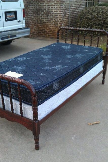 The Amazing Jenny Lind Twin Bed Kristen Found On Craigslist Now Hopefully She Can Find Another Jenny Lind Twin Bed Shared Bedroom Home Decor