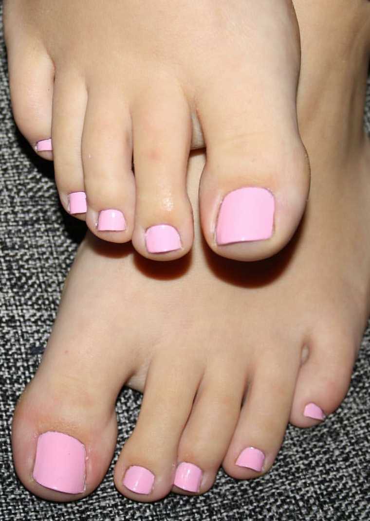 Jasmine Shy Feet Tickle