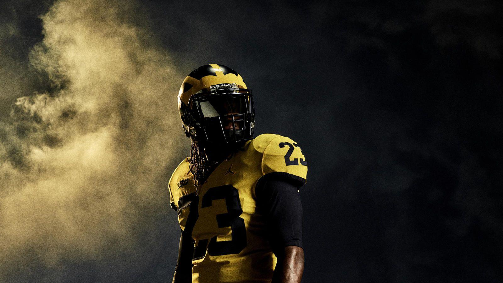 Michigan And Florida Kick Off The Season In Style Michigan Football Football Uniforms Michigan Wolverines Football