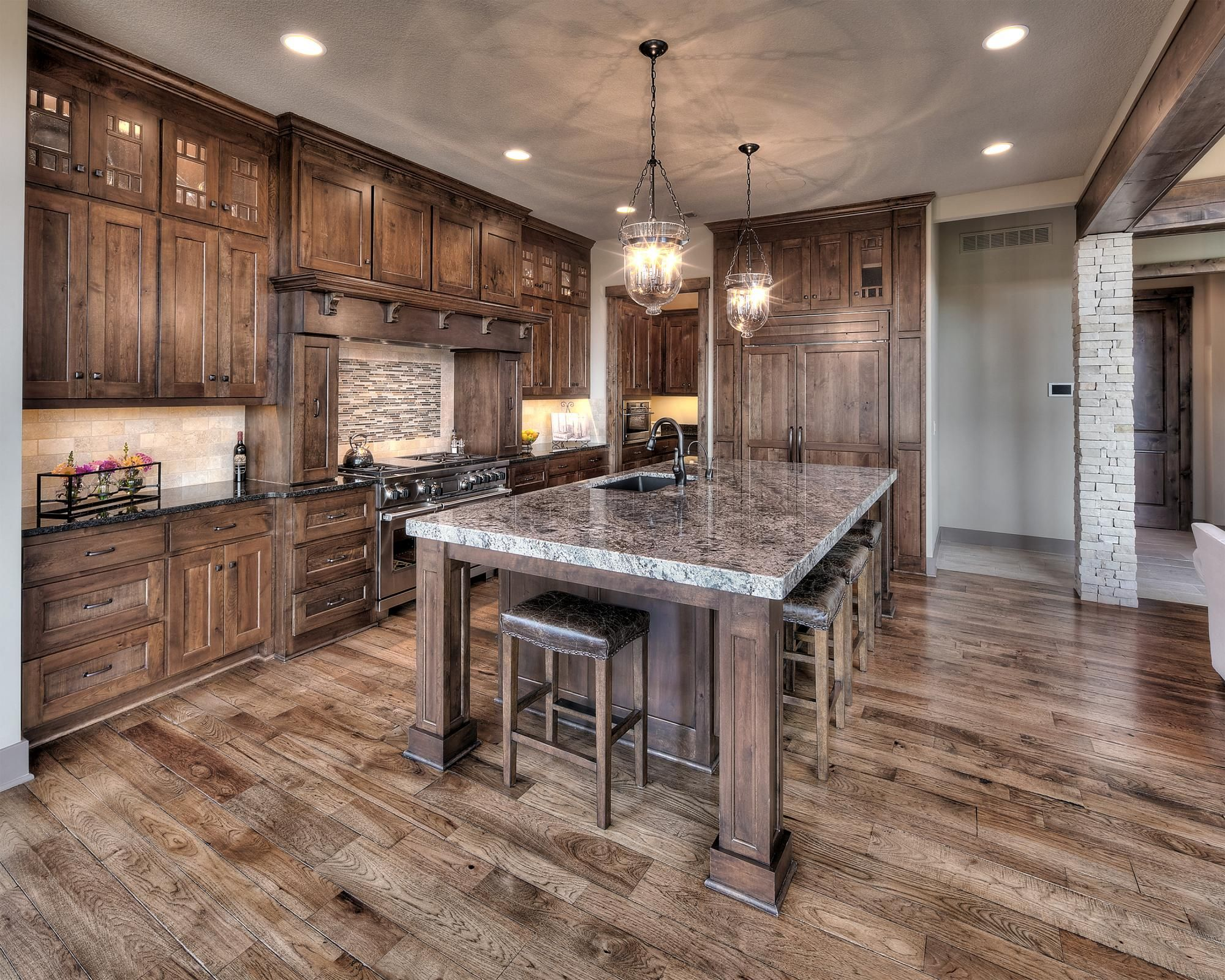The Aspen Ridge Reverse Custom Homes In Kansas City Ks Starr Homes Rustic Farmhouse Kitchen Rustic Kitchen Design Rustic Kitchen Cabinets