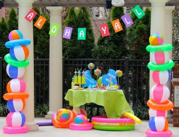 04 Drink Table With Bold Decor And Beach Ball Pillars On The Sides