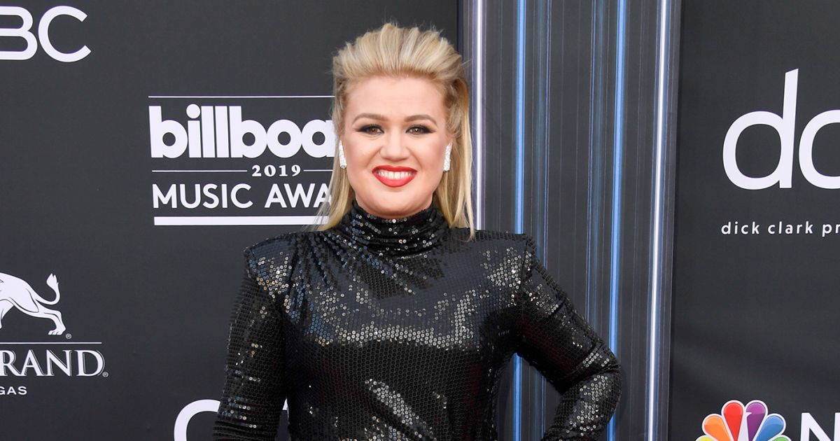 Kelly Clarkson Had Appendicitis While Hosting the BBMAs