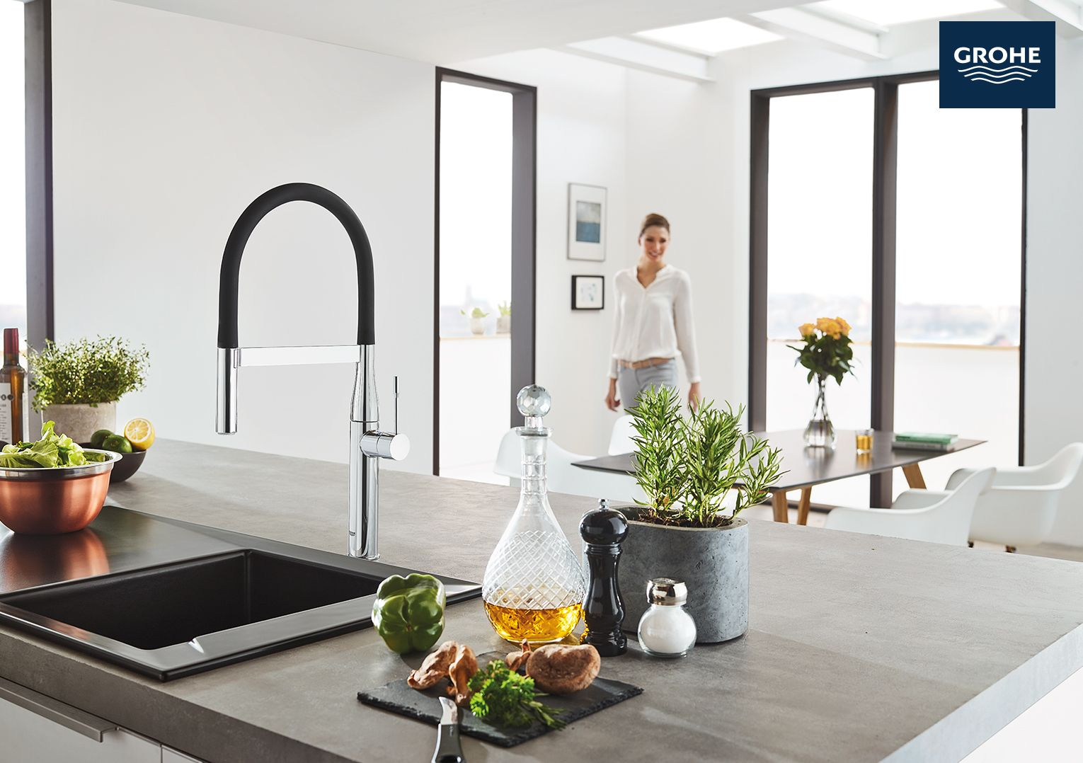 The Grohe Essence Semi Pro Kitchen Faucet Elevates Kitchens With Modern Style That S Crafted For Pure Enjoyment Of Water Kitchen Faucet Grohe Faucet