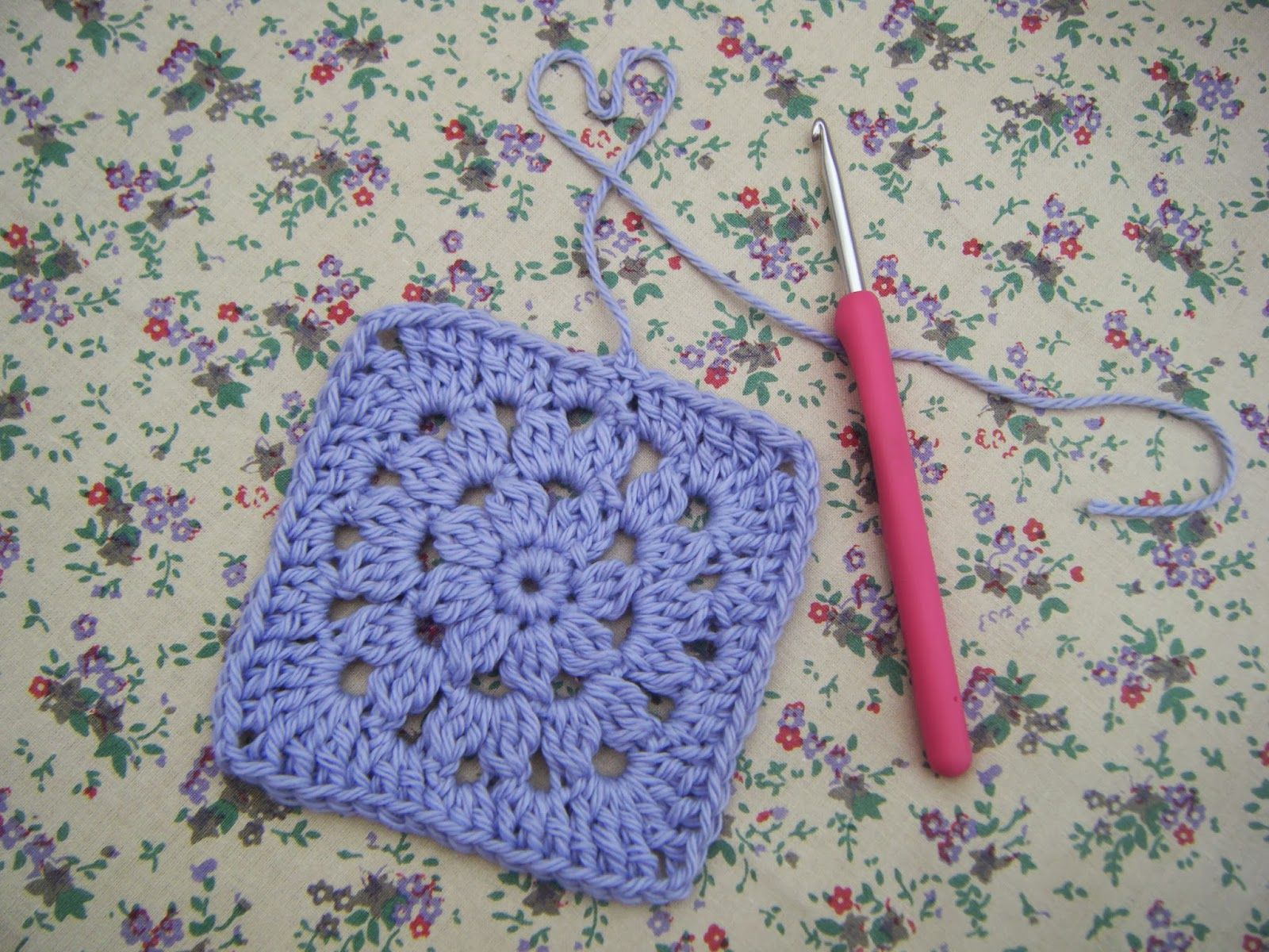 Betsy makes pretty flower granny square cute crochet blog pretty flower granny square cute crochet blog bankloansurffo Image collections