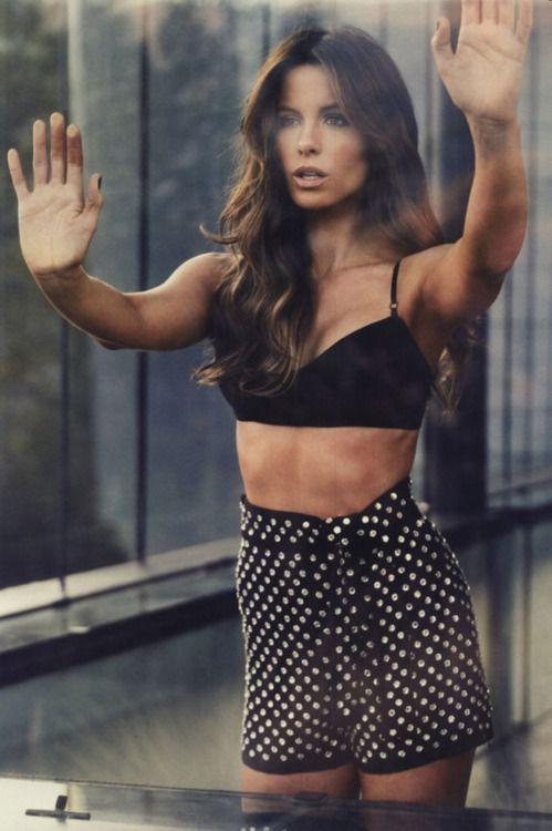 Kate Beckinsale More Girls Crushes Polka Dots Dark Hair Katebeckin Kate Beckinsale Men Style Beautiful Fashion Photography Hair Color Huge Girl