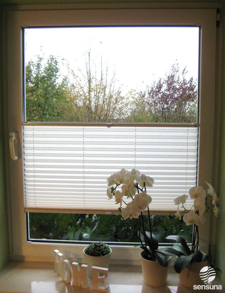 weißes Sichtschutzplissee am Küchenfenster \/ white pleated blind - deko für küche