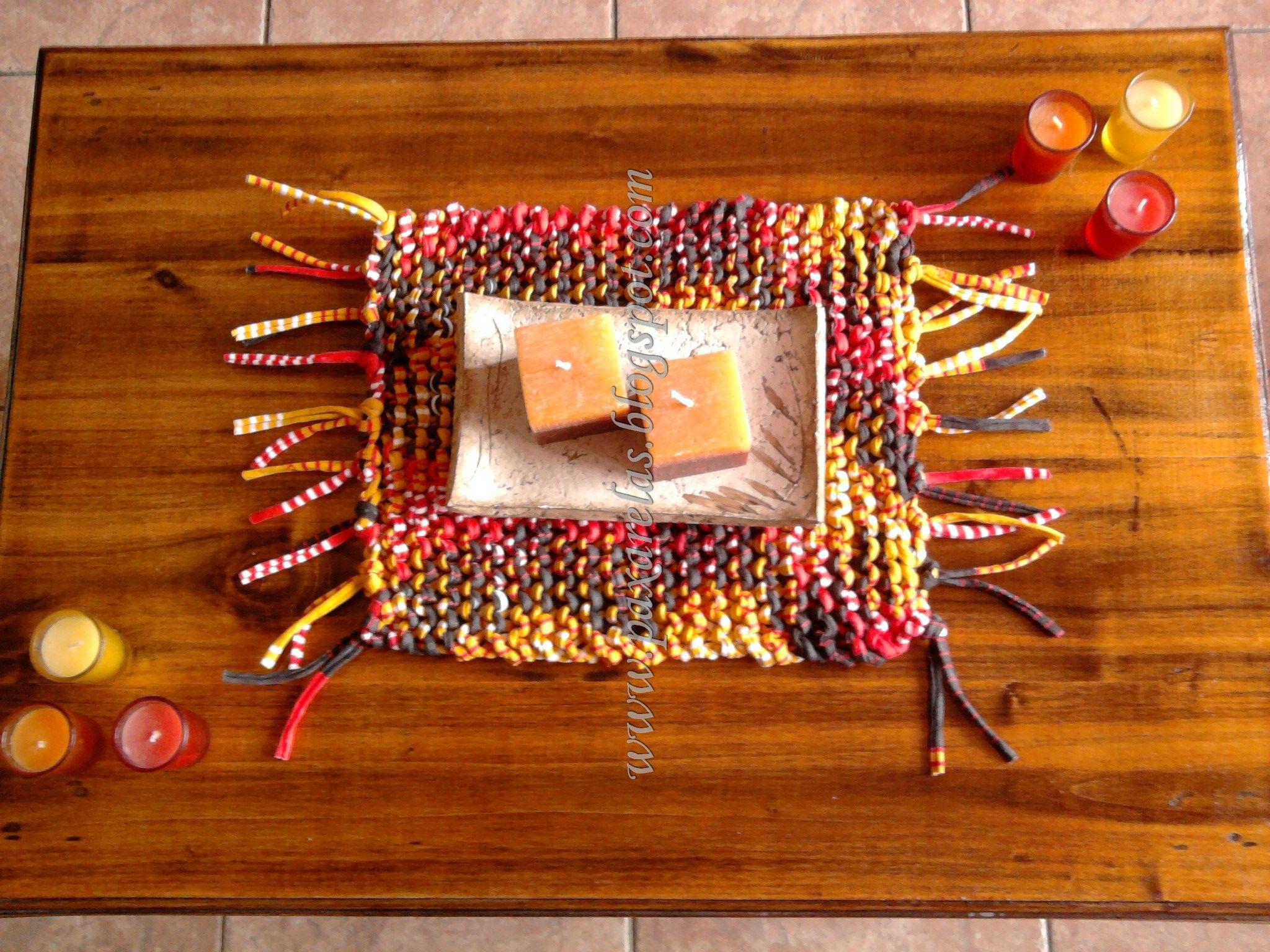 Camino eloy para mesa ratona con flecos tejida en totora for Mesa ratona